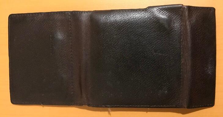 アブラサス薄い財布の表面