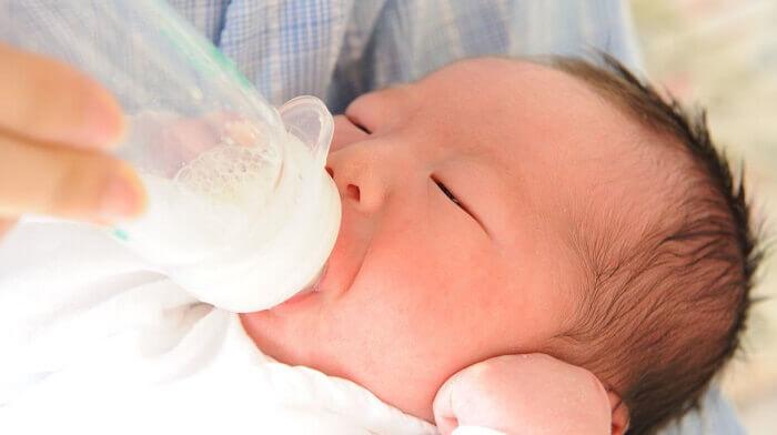 新生児が母乳を飲んでくれない
